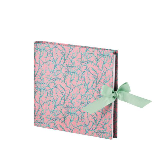 Foto- und Gästebuch mit verdeckter Spirale in der Farbe Rosa und Türkis mit Seidenschleife